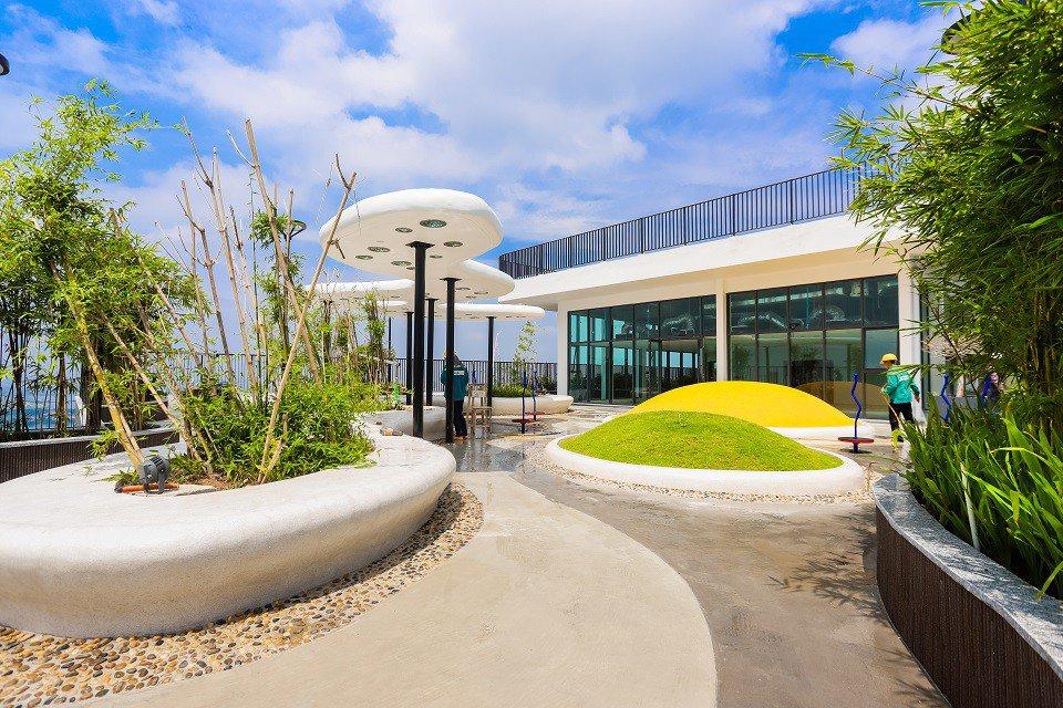 sky-bar-the-zen-residence