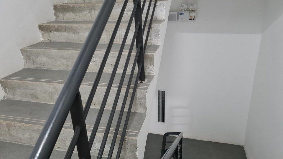 Cầu thang thoát hiểm chung cư Zen Gamuda