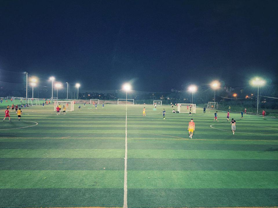 Sân bóng cỏ nhân tạo Huy Hoàng